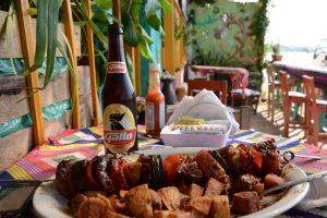 Essen an der Promenade von Flores