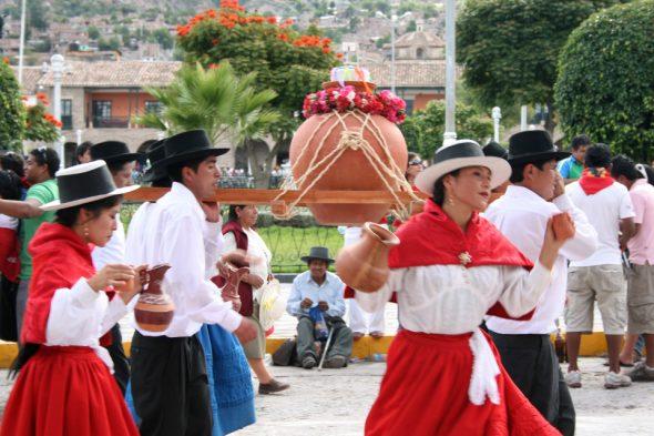 Tänzerinnen in Ayacucho