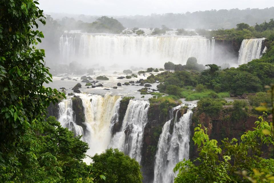 Iguazú, Itaipú & Illegales – Superlativen zwischen Paraguay, Argentinien & Brasilien