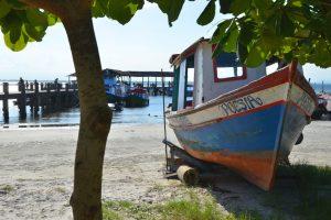 Holzboot im Hafen von Encantadas