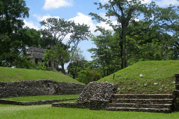 Ballspielplatz in Palenque, Mexiko