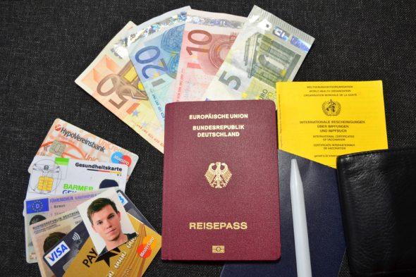 Packliste: Papiere, Geld, Unterlagen