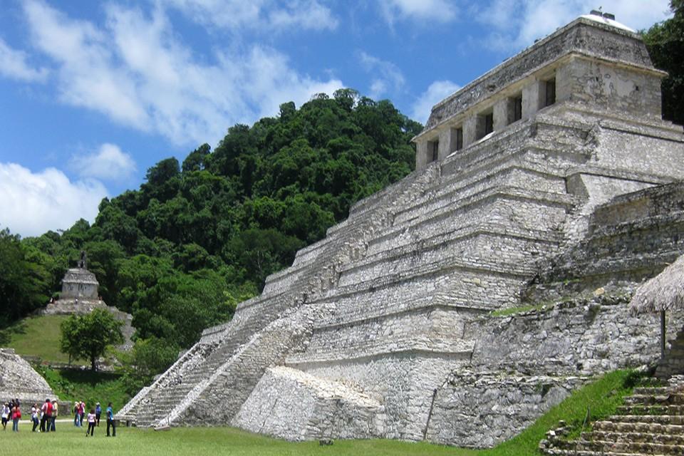 Die Maya-Ruine Palenque inmitten des mexikanischen Regenwaldes