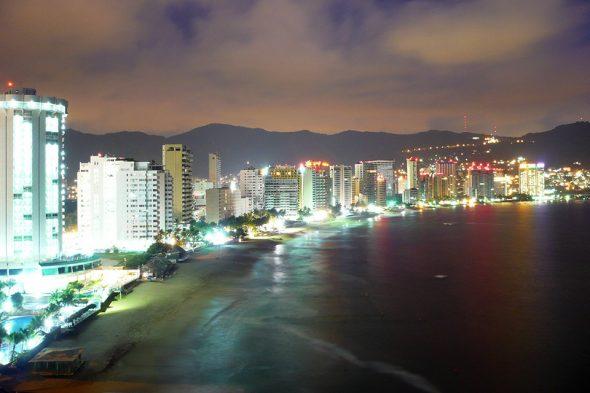 Aussicht auf Acapulco bei Nacht