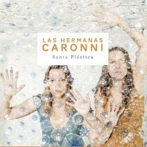 """Las Hermanas Caronni–""""Santa Plástica"""""""
