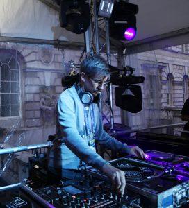 Lewis Robinson am DJ-Pult